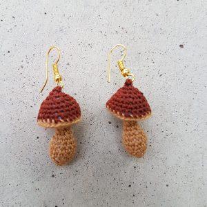 gehäkelte Pilze als Ohrringe